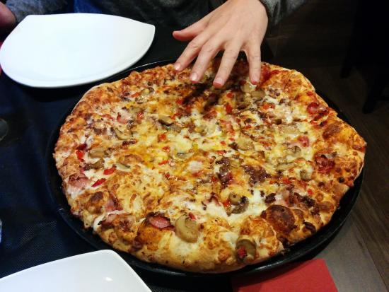 Pizza speciale carlos picture of pizzeria carlos - Ensanche de vallecas ...