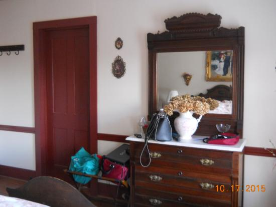 Apple Knoll Inn: Bedroom