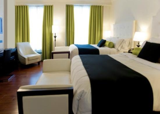 Hotel Victoria: Deluxe Two Queen