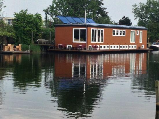 B&B Houseboat between Amsterdam Windmills