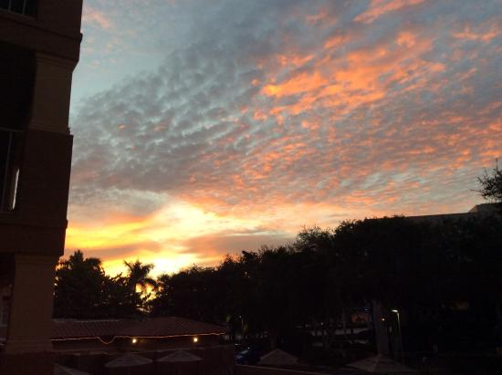 Inn of Naples: Sky from our balcony (sunset) stunning color changes.