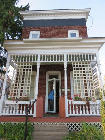 Floyd, VA: front of the victorian