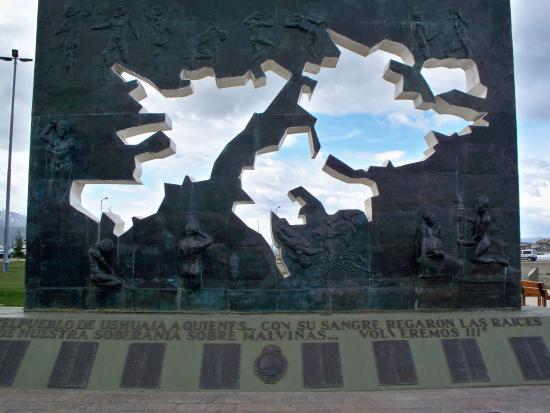 Foto De Plaza Malvinas Ushuaia Monumento A Los Caidos En Malvinas