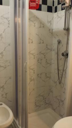 Hotel Montevecchio : Bom banheiro