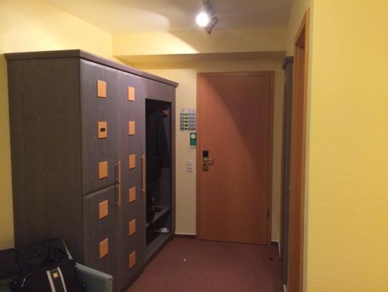 Hotel zum Löwen: Room Entry