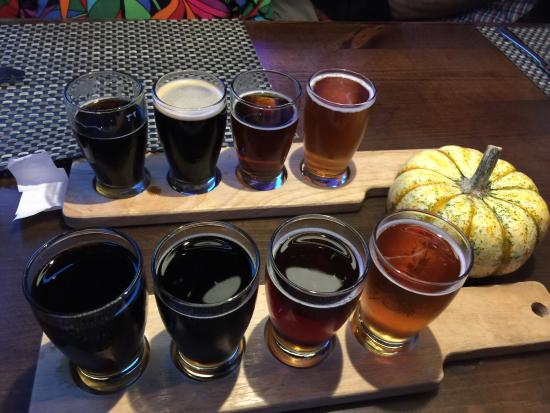 Coastal Cravings : Yummy food! Great service and prices! Beer flights!!