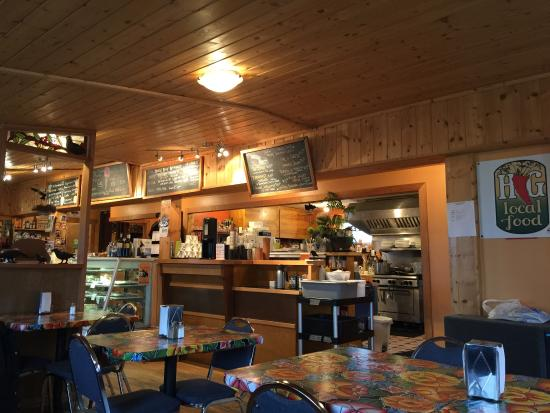 Tlell, แคนาดา: Crow's Nest Cafe and Country Store