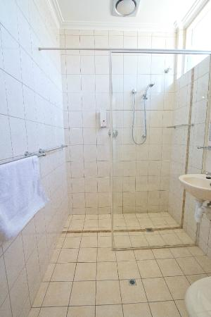 Links Hotel: Accommodation bathroom facilities