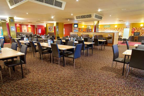 Links Hotel: Enjoy a meal in our dining room