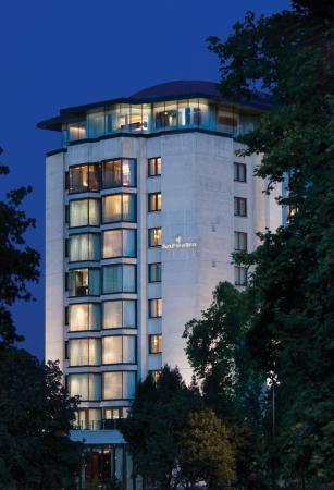 Four Seasons Hotel London at Park Lane: LON Exterior