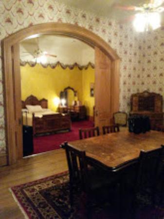 Maquoketa, IA: Room 200 Living room into bed room