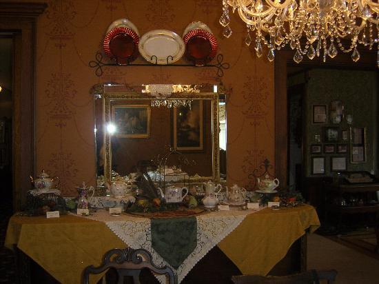 Schuster Mansion Bed & Breakfast: High Tea at the Schuster Mansion
