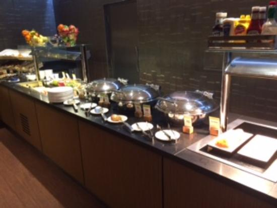 DoubleTree by Hilton Hotel London - Marble Arch: 朝食ブッフェ