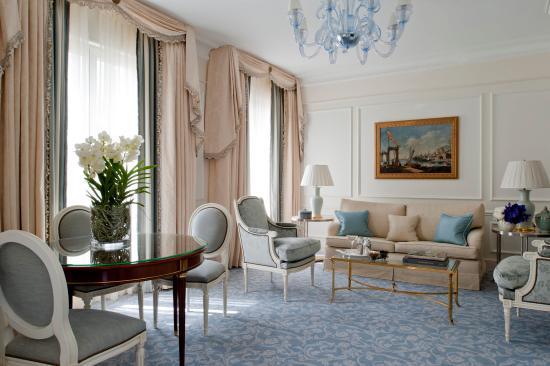 Deluxe suite living room fotograf a de four seasons hotel - Hotel georges v paris prix chambre ...