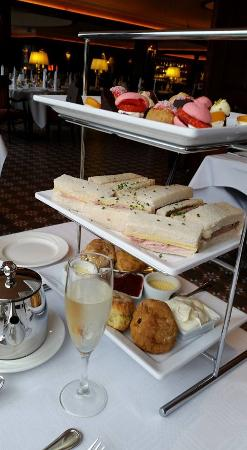 Donegal Town, Irlanda: Very impressive afternoon tea