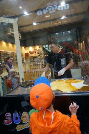 Suga-Melbourne Candy Kitchen: 사탕만드는 과정