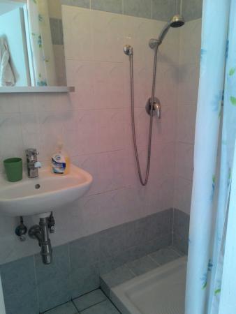 private bathroom - Foto di Soggiorno Venere, Firenze - TripAdvisor