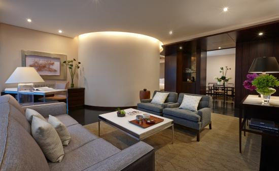 Four Seasons Hotel Tokyo at Marunouchi: Deluxe One-Bedroom Suite(living room)