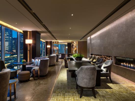 Four Seasons Hotel Tokyo at Marunouchi : FPOMAR_MOTIF bar lounge