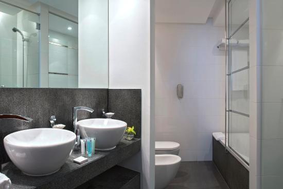 Villa Rotana - Dubai: Bathroom Suite Rooms
