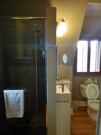 Au Coeur Urbain: the well-spaced bathroom