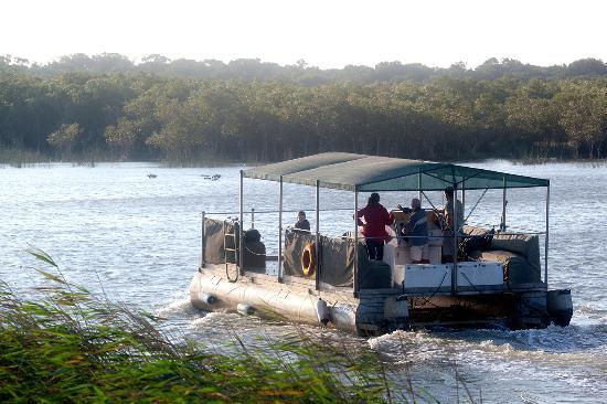 Makakatana Bay Lodge: Makakatana boat