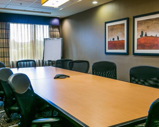 Cambria hotel & suites: Board room