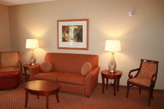 Hilton Garden Inn Mystic Groton: Suite Living Area