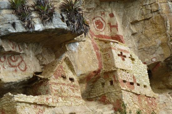 Revash Mausoleo de los Chachapoyas: 1ra parte de los Mausoleos donde se puede llegar