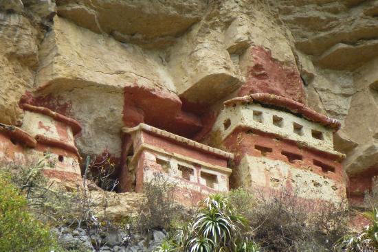 Revash Mausoleo de los Chachapoyas: vista desde el lado de Trekking