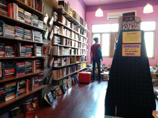 Dasa Book Cafe: Books!