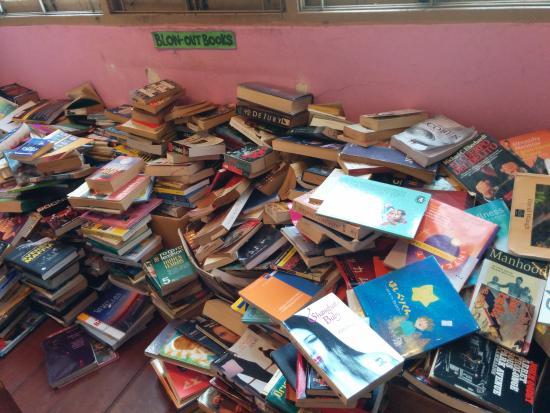 Dasa Book Cafe: More books!