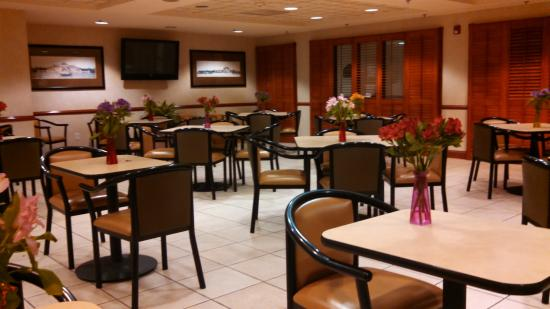 Wingate by Wyndham Indianapolis Airport-Rockville Rd: dining area for breakfast