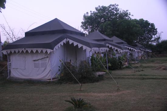 Sher Vilas Ranthambhore Maharaja Tents & Maharaja Tents - Picture of Sher Vilas Ranthambhore Sawai ...