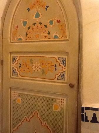 Riad Dar Al Kounouz: Door to my ensuite. So much detail