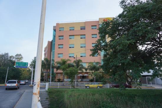 Hostalia Hotel : вид на отель