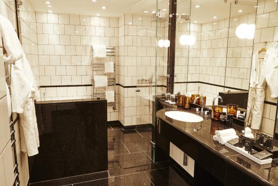 Hotel Opus Horsens: Suite badeværelse