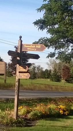 Romulus, État de New York : Swedish Hill Winery Sign
