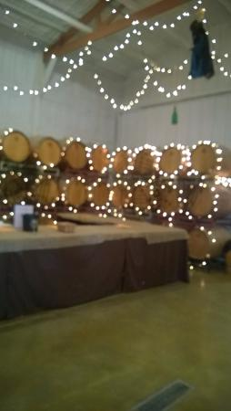 Romulus, État de New York : Barrels decorated for Halloween