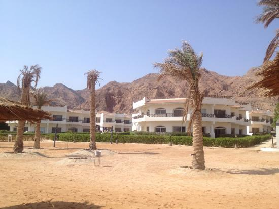 Sea Sun Hotel Dahab: Вид отеля с пляжа