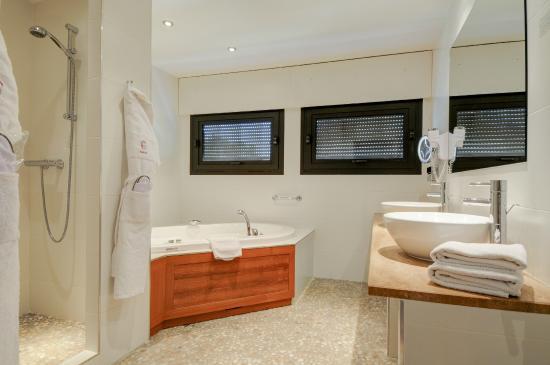 salle de bain jacuzzi - Photo de Hotel Baud, Bonne - TripAdvisor