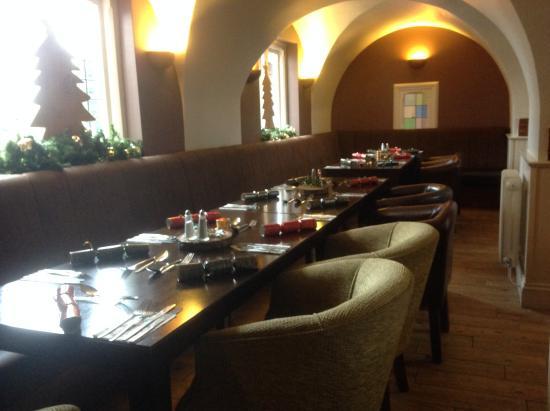The Oak: Arch dining area