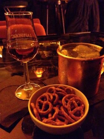 Scotch & Sofa: Whisky, gin cocktail and pretzels