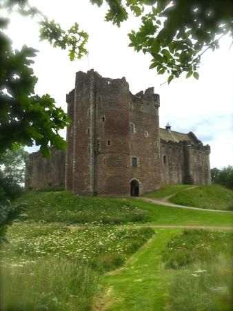 Bridge of Allan, UK: Visit the imposing Mackenzie stronghold of Castle Leoch!