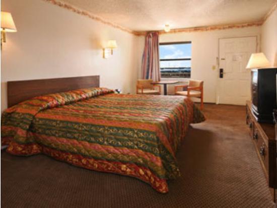 Americas Best Value Inn- El Reno : One King Bed