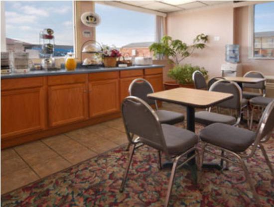 Americas Best Value Inn- El Reno : Breakfast Area