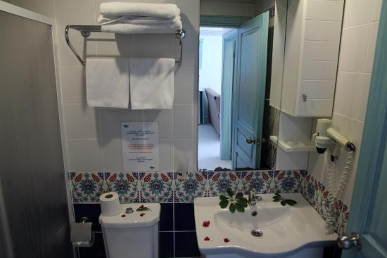 Risus Suit Hotel: Bathroom