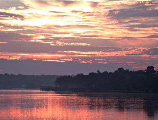 Bethy Creek Resort: Sunrise on the lake