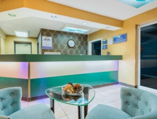 Days Inn by Wyndham Dayton Huber Heights Northeast: Reception Area