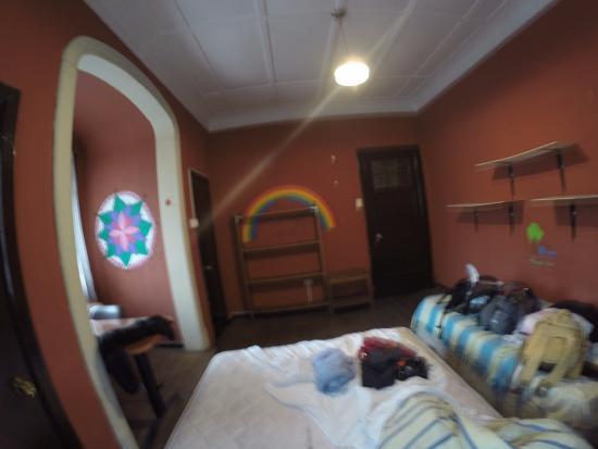 Moai Viajero Hostel: Mais um ângulo do quarto